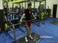 Разминка перед тренировкой в тренажерном зале. Подтягивания с отягощением